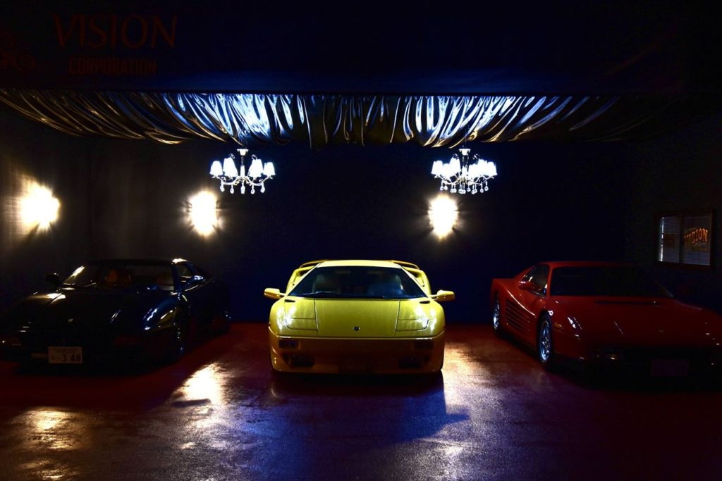夜の車達は別の雰囲気をもっています